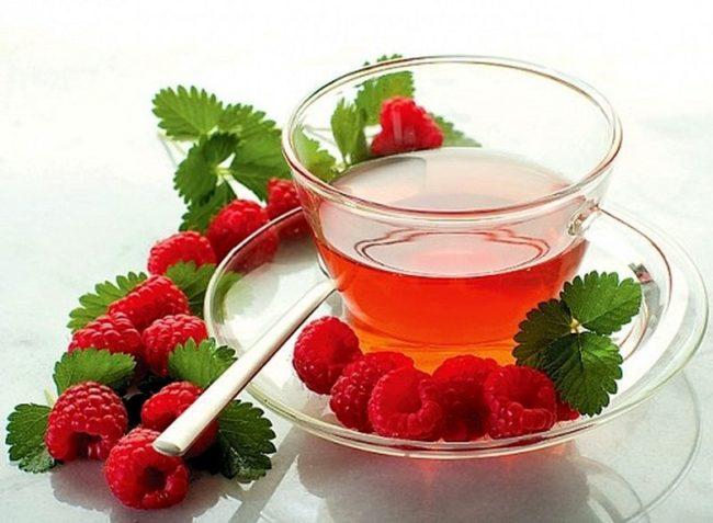 Чай с малиной и ягоды малины