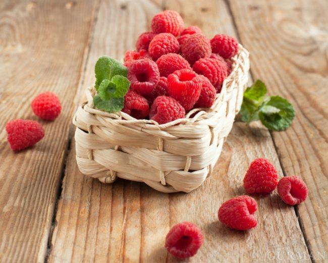 Притупленный конус ремонтантной ягоды малины бабье лето два