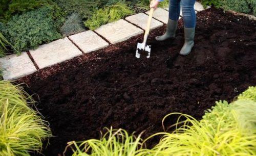Перкопка земли штыковой лопатой
