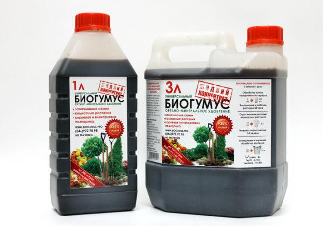 """Две канистры с препаратом """"Биогумус"""" для подкормки садовой клубники"""