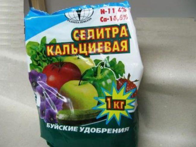 Пакет кальциевой селитры для подкормки садовой клубники