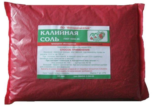 Пакет с калийной солью для осеннего внесения под садовую клубнику