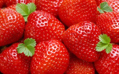 Красные плоды клубники Искушение