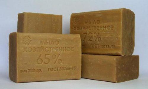 Куски хозяйственного мыла для приготовления эмульсии от тли
