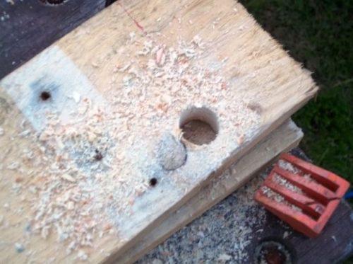 Отверстие в деревянной заготовке