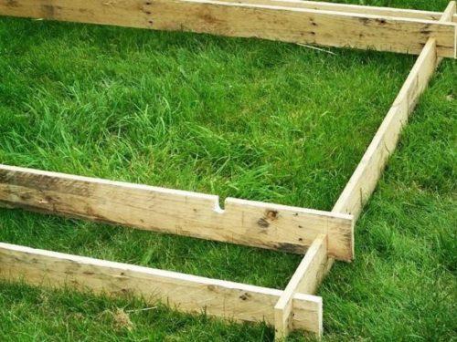 Основание деревянной пирамиды для клубники