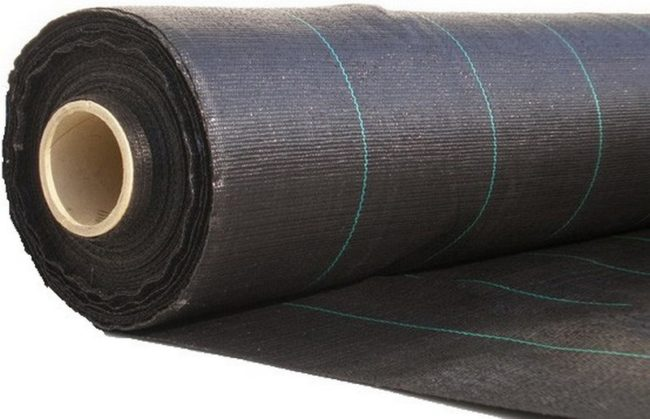 Рулон черного укрывного материла