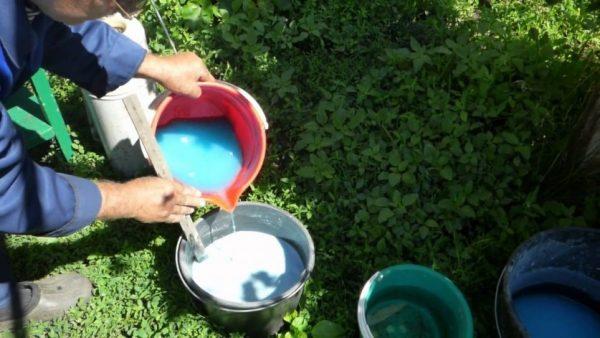 Приготовление бордоской жидкости для профилактического опрыскивания сада ранней весной