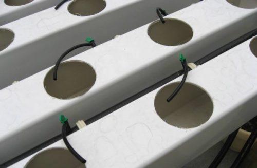 Самодельный короб для гидропонной установки из пластиковых труб квадратного сечения