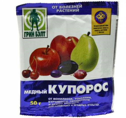 Пакет с порошком медного купороса весом в 50 грамм для опрыскивания виноградной лозы