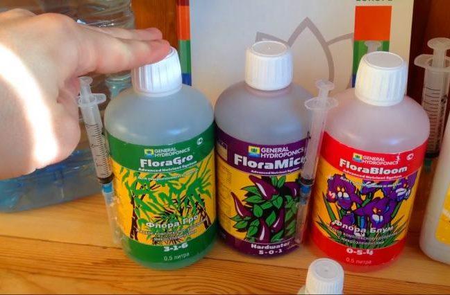 Три флакона с питательными растворами для выращивания ремонтантной клубники на гидропонике