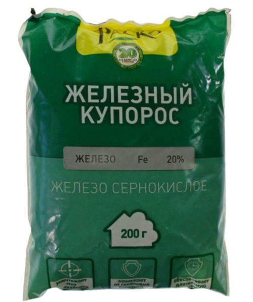 Пакет с сернокислым железом для осенней обработки куста крыжовника