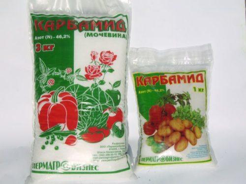 """Два пакета с азотным удобрением """"Карбамид"""" для весенней подкормки кустов винограда"""