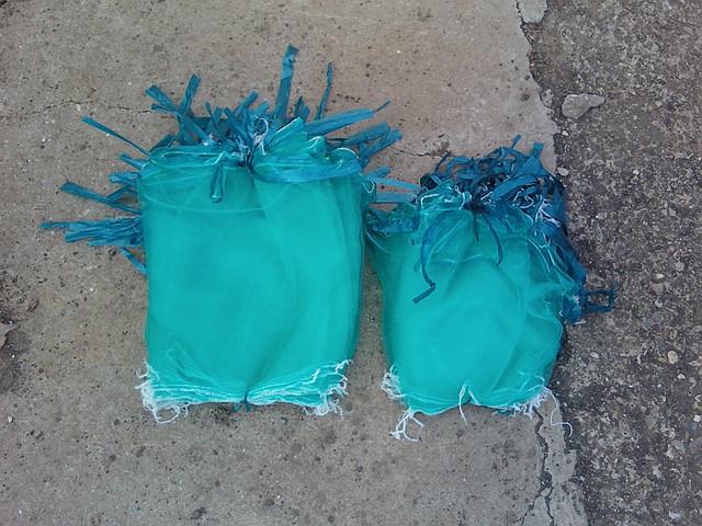 Мешочки из сетчатого материала для защиты винограда от пернатых, ос и шмелей