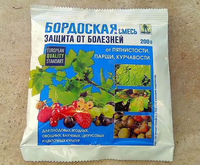 Пакет с готовой смесью бордоской жидкости для опрыскивания садовых растений
