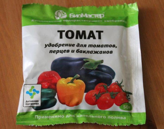 Пакет с универсальным удобрением для томатов