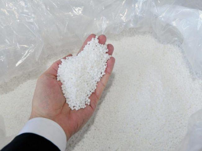 Гранулированное минеральное удобрение с высоким содержанием азота