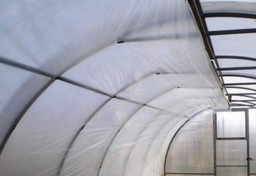 Утепление теплицы из поликарбоната с помощью полиэтиленовой пленки