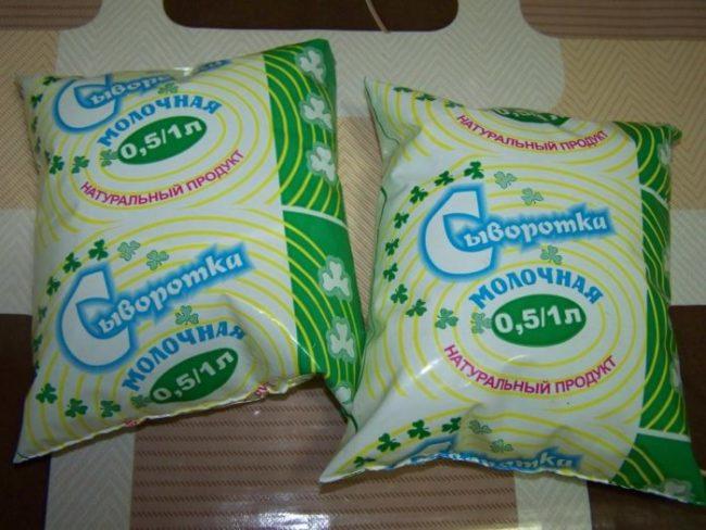 Два пакета с натуральной сывороткой для обработки томатов от фитофторы