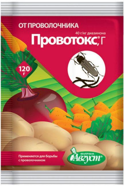 Пакет с гранулами инсектицида Провотокс для уничтожения проволочника в теплице