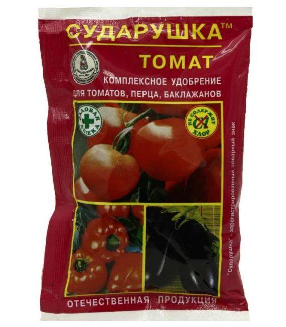 Пакетик с минеральным удобрением Сударушка для подкормки помидоры в теплице