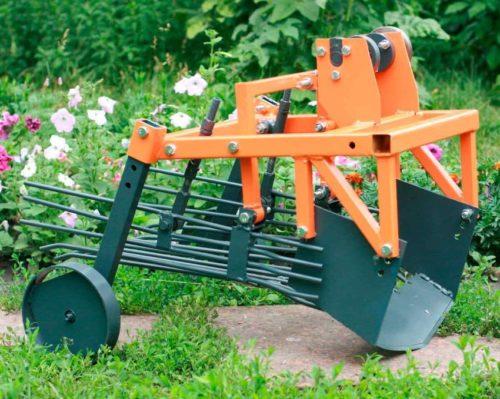 Внешний вид картофелекопалки КВМ-3 для работы на легких и средних почвах