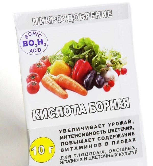 Пакет с 10 граммам порошка борной кислоты для увеличения урожайности помидоры
