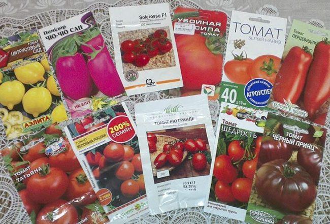 Пакеты с семенами томатов от различных фирм-производителей