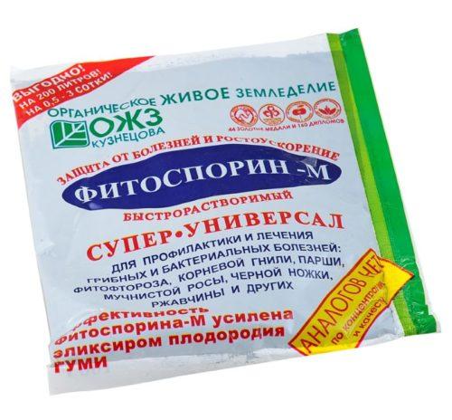 Пакетик с биологическим фунгицидом Фитоспорин-М для защиты картофеля от фитофторы