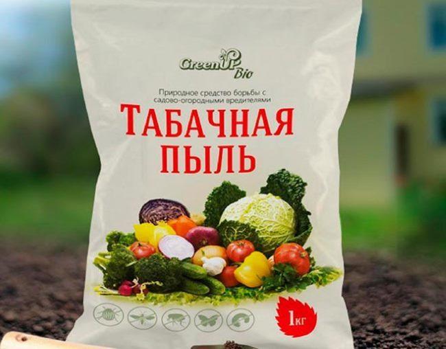 Пакет с табачной пылью массой в 1 килограмм для обработки яблони от тли