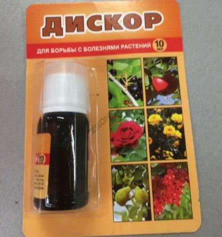 Упаковка с жидким препаратом Дискор для лечения заболеваний яблони