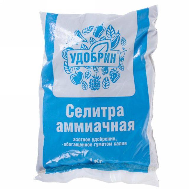 Пакет с гранулированной аммиачной селитрой весом в один килограмм