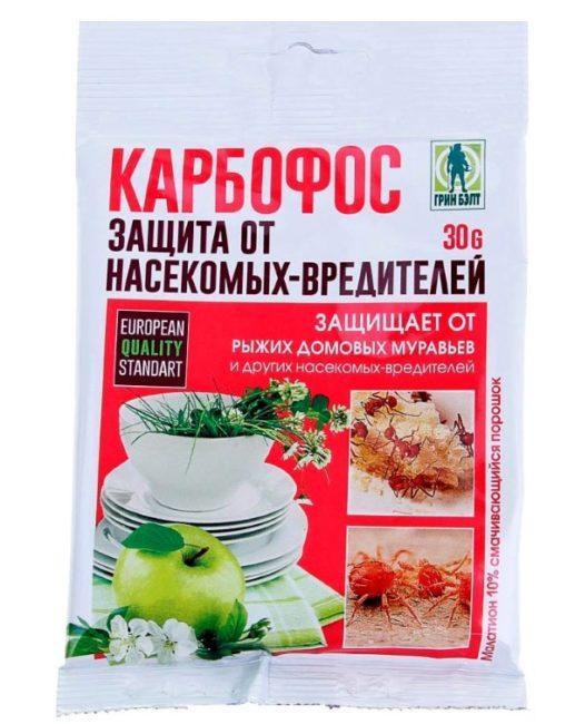Пакет с порошком препарата Карбофос весом в 30 грамм для борьбы с тлей на сливе