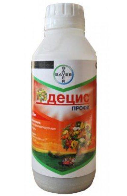 Пластиковый флакон с гранулами препарата Децис для обработки плодовых деревьев от тли