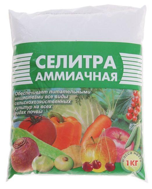Пакет селитры аммиачной весом в один килограмм для внесение под плодовые деревья