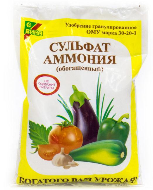 Пластиковый пакетик с гранулированным сульфатом аммония, не содержащим нитраты