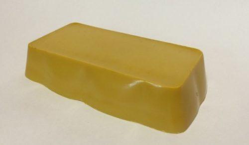Кусок воска желтого для самодельного садового вара по рецепту Жуковского