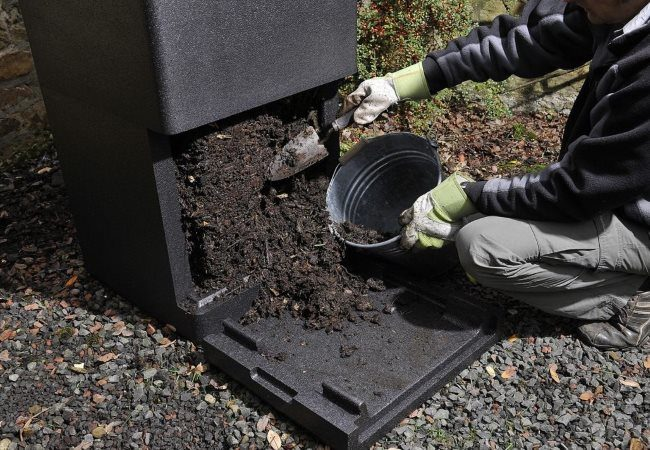 Проверка степени созревания компоста для подкормки плодовых деревьев