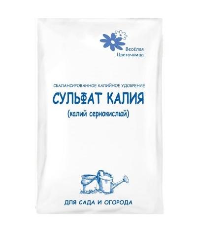 Белый пакет с сернокислым калием для подкормки сливы под корень в августе