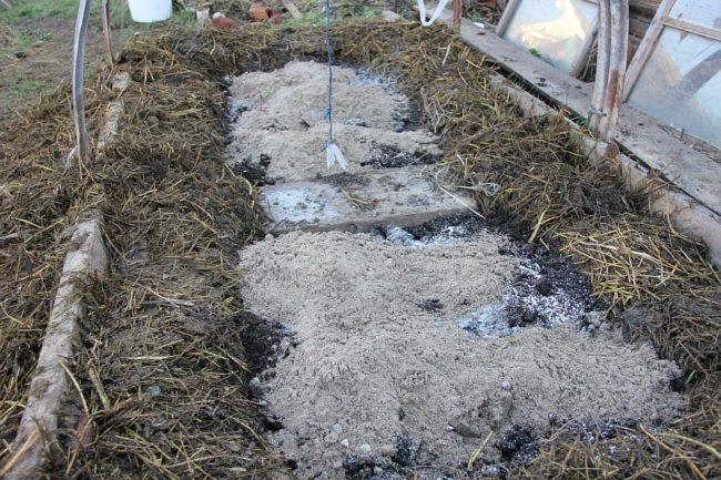 Осенняя подготовка грядки для весенней посадки огурцов