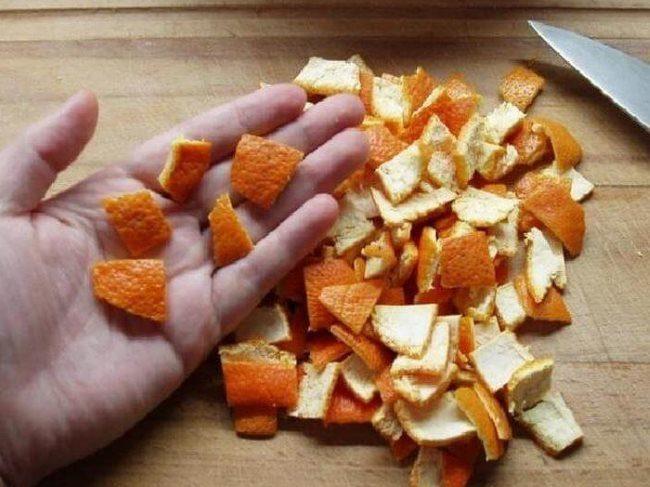 Сухие корки мандарина для приготовления питательной подкормки в домашних условиях