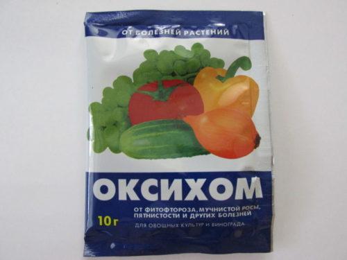 Пакет с препаратом Оксихом для лечения и профилактики грибковых болезней огурцов