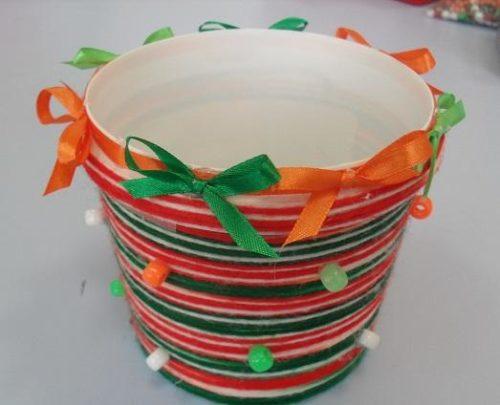 Декорирование ведерка для майонеза разноцветными лентами