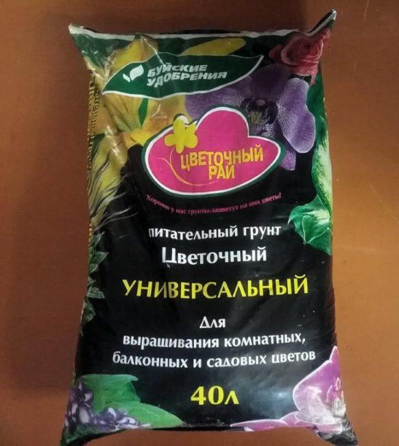 Полиэтиленовый пакет объемом 40 литров с грунтом для всех видов цветов