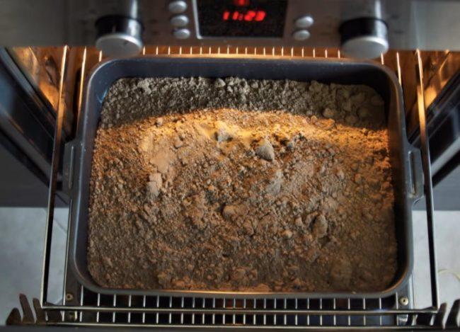 Обеззараживание посадочного грунта для клубники в бытовой духовке