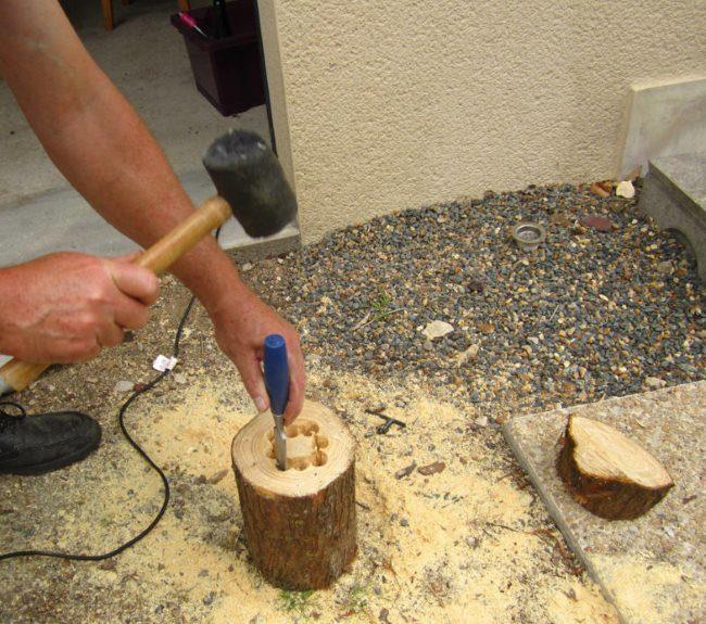 Изготовление вазона для петунии из деревянного пенька