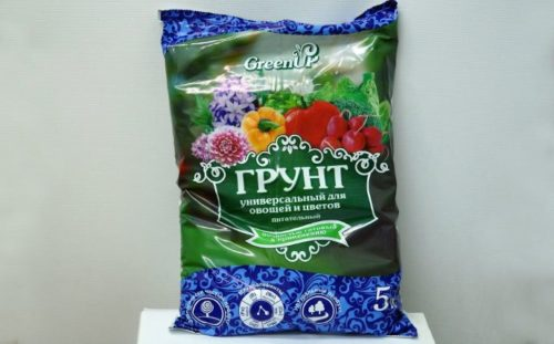 Пакет с универсальной почвенной смесью для посадки укропа в домашних условиях