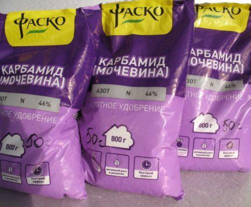 Пакеты с минеральным удобрением карбамидом