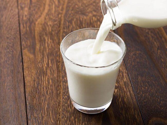 Стакан жирного коровьего молока для снятия ожога от горького перца