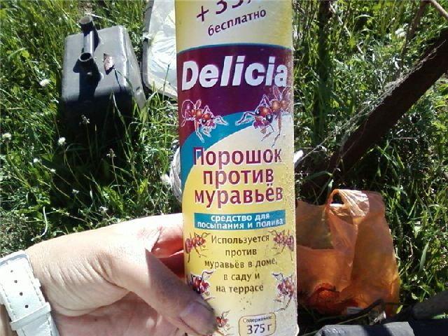 Упаковка с препаратом Делиция для борьбы с тлей на вишне и других плодовых деревьях